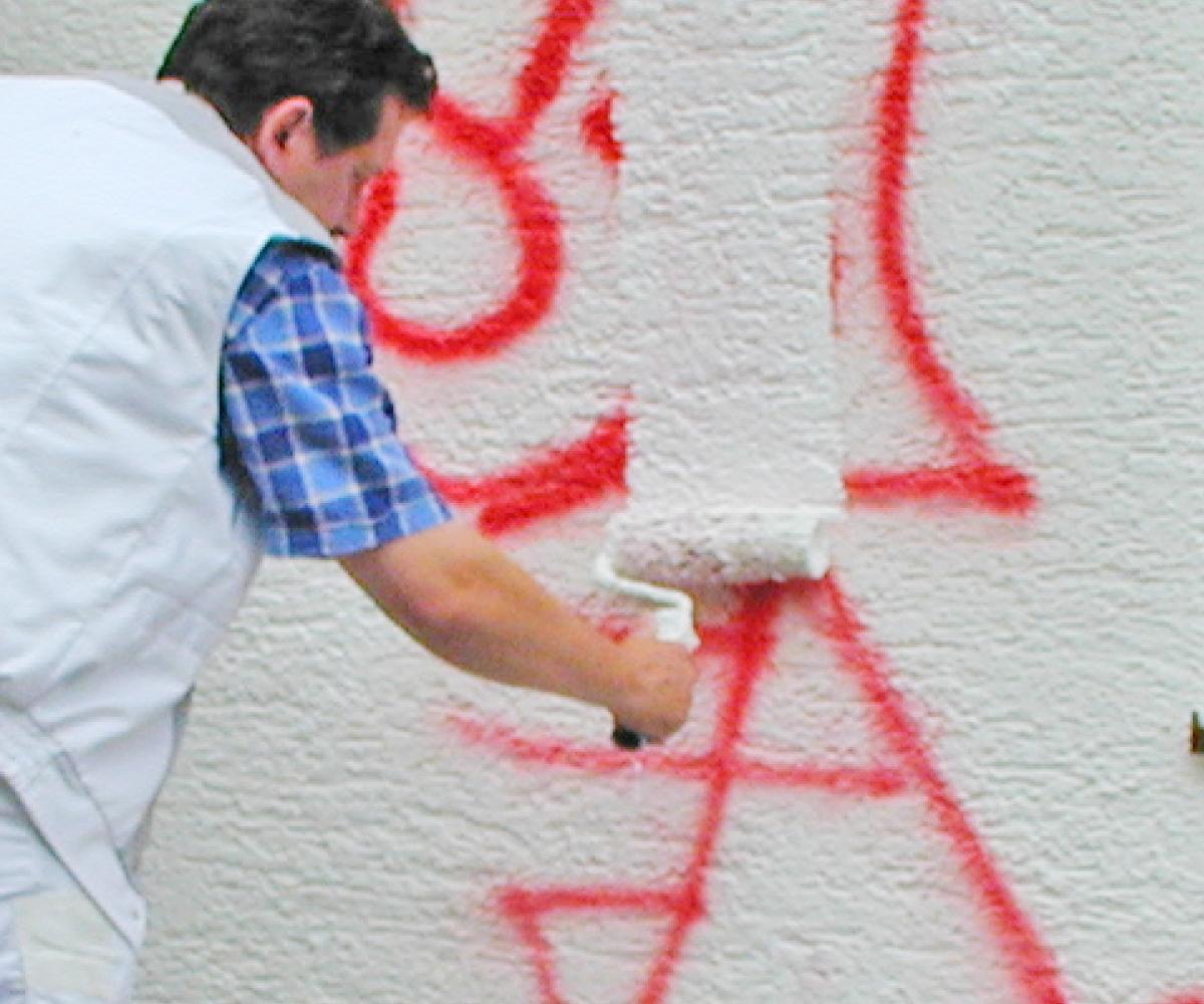 Graffiti beseitigen: Überstreichen